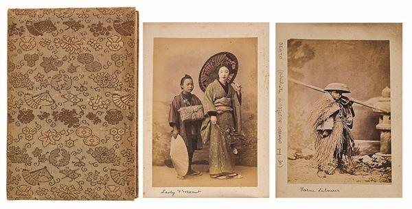 """FELICE BEATO et ALII - Album """"Giappone"""" scuola fotografica di Yokoama, scene di genere interno ed esterno"""